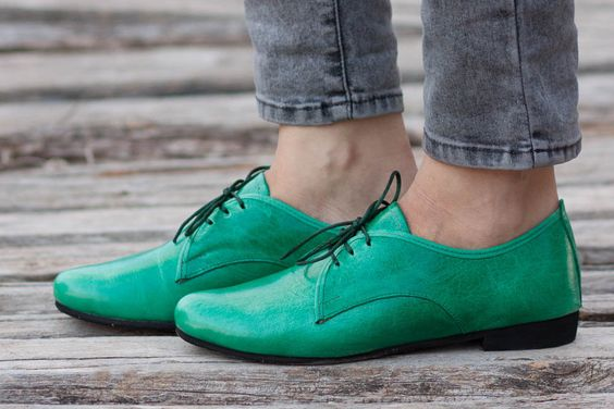 Green Leather Shoes, Green Oxford Shoes, Close Shoes, Flat Shoes, Green Shoes , Free Shipping de BangiShop en Etsy https://www.etsy.com/es/listing/286229879/green-leather-shoes-green-oxford-shoes