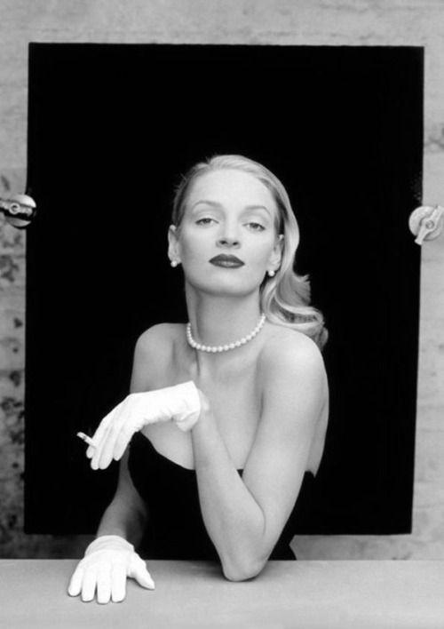profondement-noir-et-blanc: GLOVES Uma Thurman by Annie Leibovitz