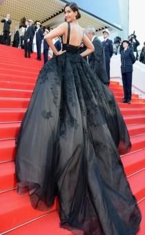 Sonam Kapoor makes quite the entrace in this massive black Elie Saab Couture gown! black #nero
