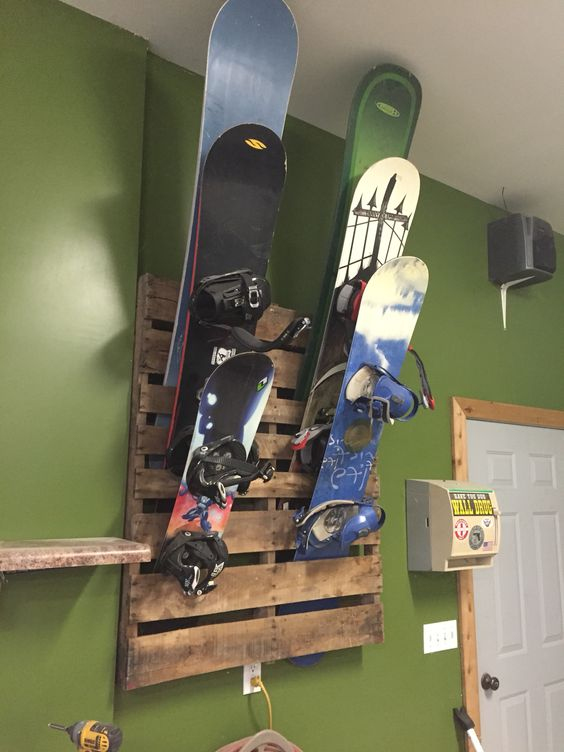 Pallet snowboard rack reclaimed things pinterest for Skateboard chair plans