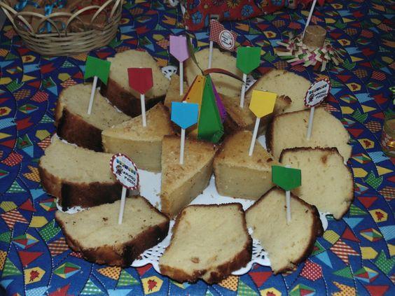Festa Junina - Bolos tradicionais fatiados.