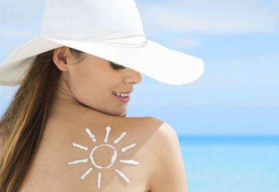 Đặc điểm của các loại kem chống nắng tốt: chống được cả tia UVA và tia UVB, thấm hút nhanh, không gây dị ứng, kem chống nắng phù hợp với làn da, ...