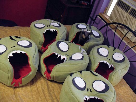 Handmade zombie cat beds!!!! Want! Want! Want!