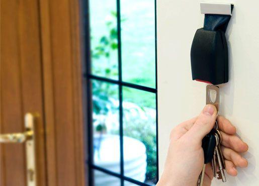 Buckle Up | O Parede Cinto de Segurança Fivela porta-chaves | THABTO Design Store