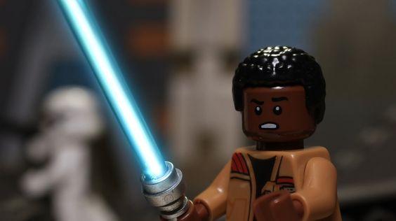 Ich weiß, 2015 ist vorbei und somit auch die Zeit der Rückblicke, aber Lego ist seit dem letzten Jahr einfach der endgeile Scheiss und man muss der Firma einfach applaudieren, dass sie es geschafft haben, vom reinen Spielzeug zu einem Trendprodukt zu werden. Lego fetzt also wieder richtig und deswegen machen wir bei den Rückblicken [ ]