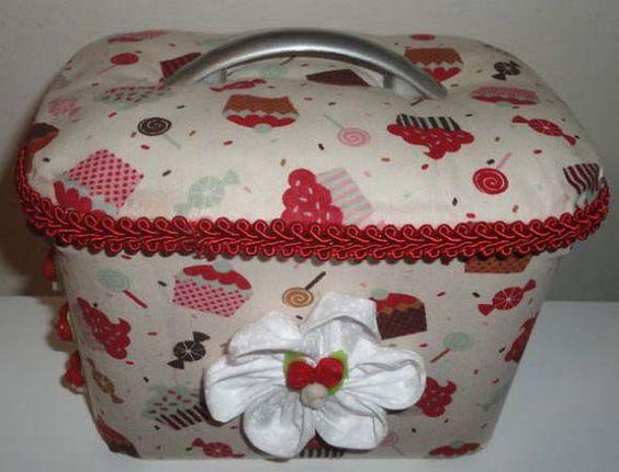Saibam como decorar potes de sorvete em casa, que podem ser transformados em lindas caixas organizadoras bem práticas para usar no dia a dia.