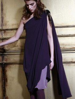 Vestido de dos capas con pedrería en hombro