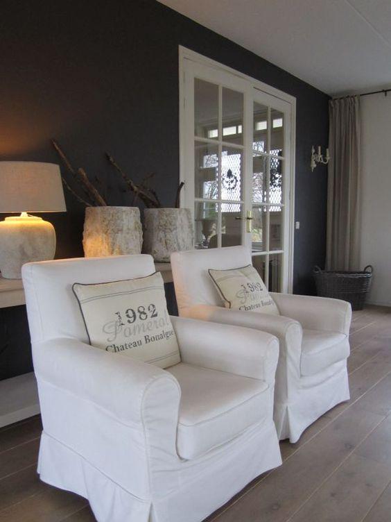Interieur donkere muren and met on pinterest for Kleuren woonkamer landelijk