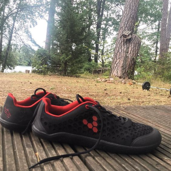 The Stealth from Vivobarefoot  have just become my new favorites #avesu #vivobarefoot #vegansport #sustainablefashion #outdoor #veganshoes #veganrunners #barefootshoes #vegan #veggielife #outdoorsport