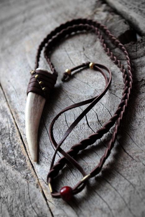 Ciervo cornamenta punta collar, Unisex, Boho-Chic, tribales, rústico, cuero, naturaleza inspirada, nativo americano, espiritual, amor