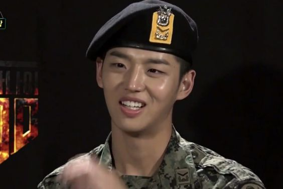 "PENTAGON's Hongseok Faces Some Embarrassing Moments On ""Real Men 300"""