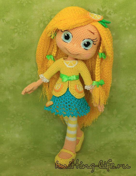 Предлагаю вам связать куколок из мультфильма Шарлотта Земляничка! Ниже дано подробное описание вязания куклы-основы на примере Шарлотты и одежда для Черни...