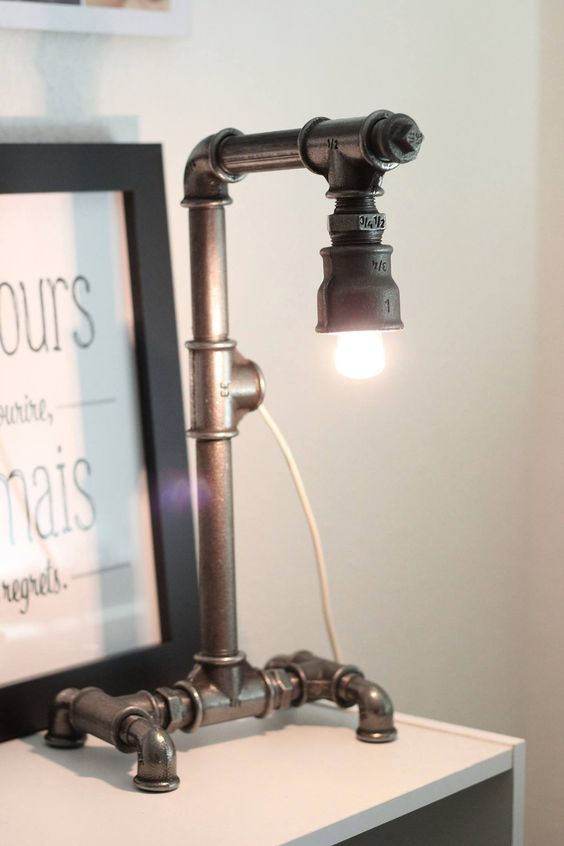 lampe poser abat jour opaque et pied chrom steampunk. Black Bedroom Furniture Sets. Home Design Ideas