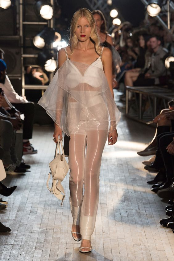 Helmut Lang Spring 2018 Ready-to-Wear Undefined Photos - Vogue