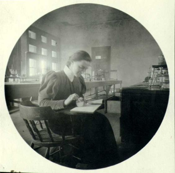 One of my favorite First Ladies: Lou Henry Hoover in a chemistry lab at Stanford University circa 1895, where she was one of the first women geologists.