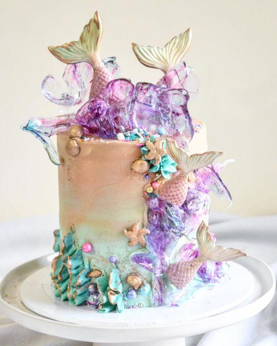 Straight outta mermaidtale 🧜🏻♀️💕💜. #laombrecreations . . . . . . . . #cake #cakecake #cakecakecake #canberracakes #canberracakedesigner…