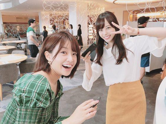ピース姿の山本萩子アナ!