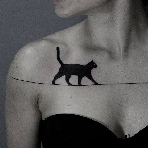 The collarbone doubles as a catwalk. Tattoo: Ilya Brezinski (@ilya_brezinski)