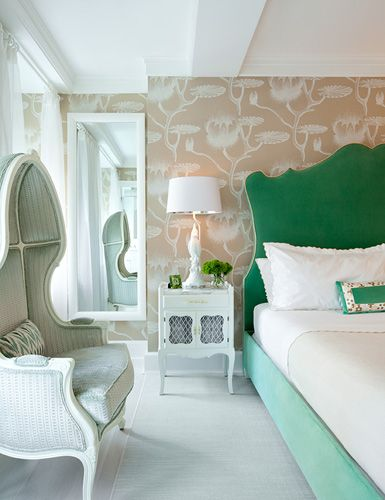 Neutral backdrop for a gorgeous Emerald bed: