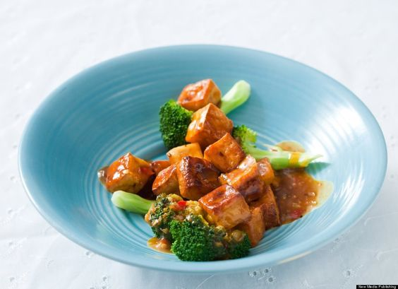 Orange Tofu with Broccoli (Sriracha)