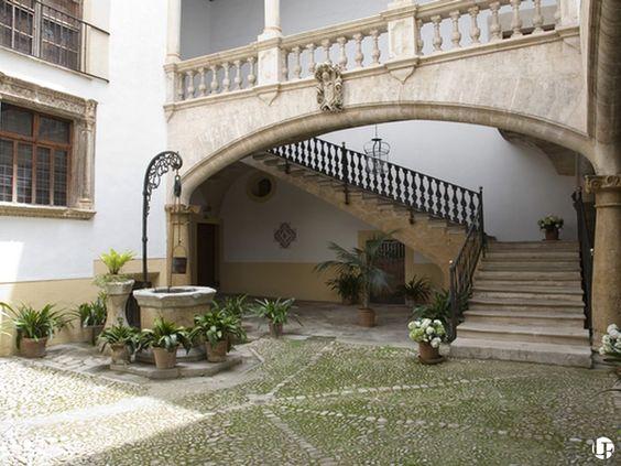 Precioso palacete del siglo XVI con patios y salones grandes en Palma de Mallorca