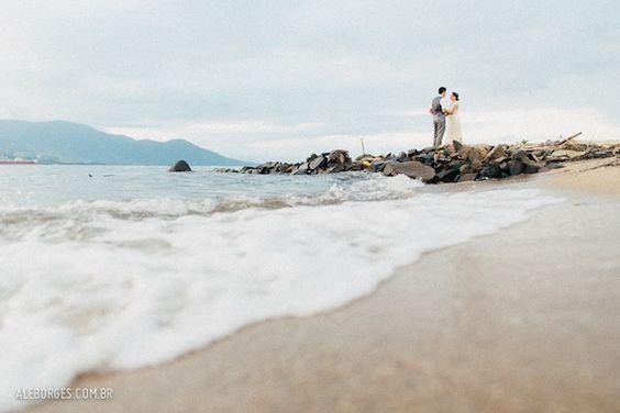 Vestida de Noiva | Fernanda Floret | Blog de casamentos cheios de amor de todo o Brasil - Parte 2 http://vestidadenoiva.com/casamento-na-ilhabela-thaia-thiago/