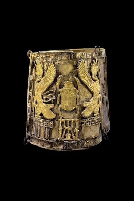 Bracelet belonging to Queen Kama, from Tell Moqdam (Leontopolis). Late Period (gold). Egyptian - 23rd Dynasty (828-725 BC).