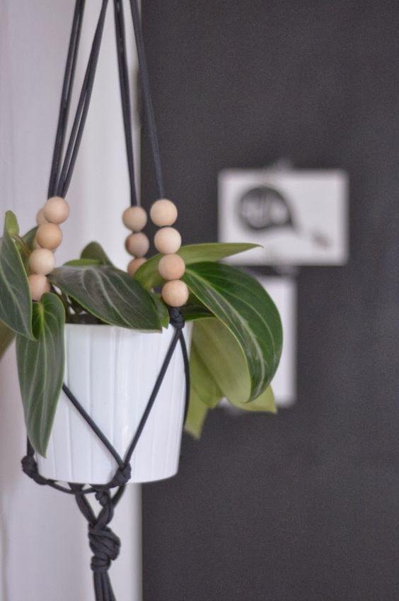 little birdie : DIY - macrame plant hanger: