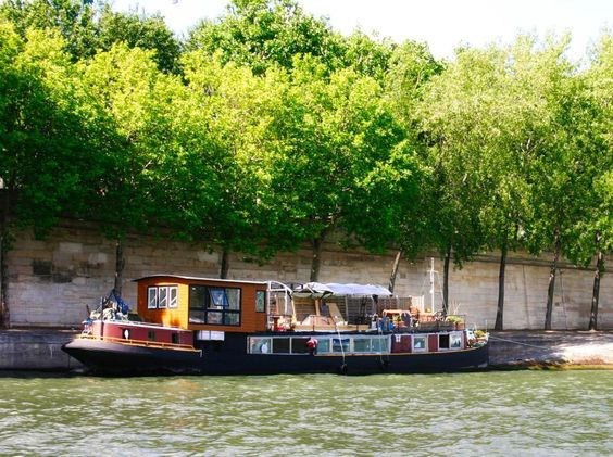 Houseboat On The Seine In Paris I Love The Houseboats Moored On The
