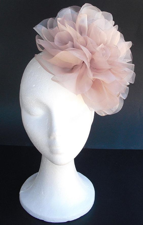 Pale pink (dust pink) fascinator, bridal fascinator with big pink and black organza flowers #VGFave
