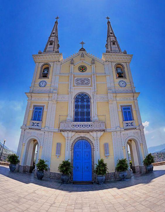 Santuário da Igreja da Penha no bairro da Penha, Rio de Janeiro, Brasil.