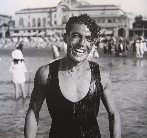 Jacques_Henri_Lartigue_Biarritz_For_Ever_1918_Jeune_Homme_devant_le_Casino_.jpg, , , mar. 2012