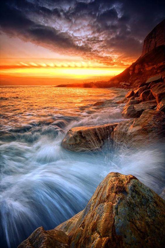 Rock a nore splash by Mark Leader on Flickr._美美 - 美丽鸟