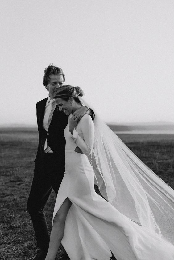 How do you know which is it right wedding dress when there are so many beautiful gowns on offer? Here are the practical advice you need to know before hitting the bridal shops. With these tips in mind wedding dress shopping can be really enjoyable and fun!
