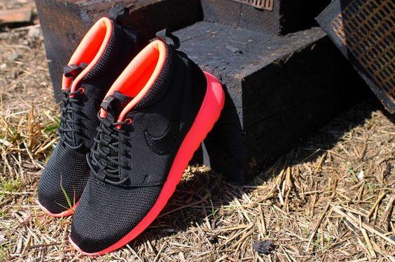 Nike Roshe Run Mid Black Atomic Red