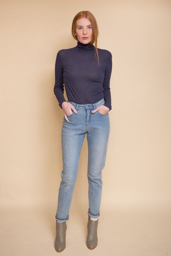 TheInnerBlousein Blue Stonefrom Danish brand Just Female is a timeless wardrobe piece. Available inBlue Stone and Oil Green, this cottonblouse is great...