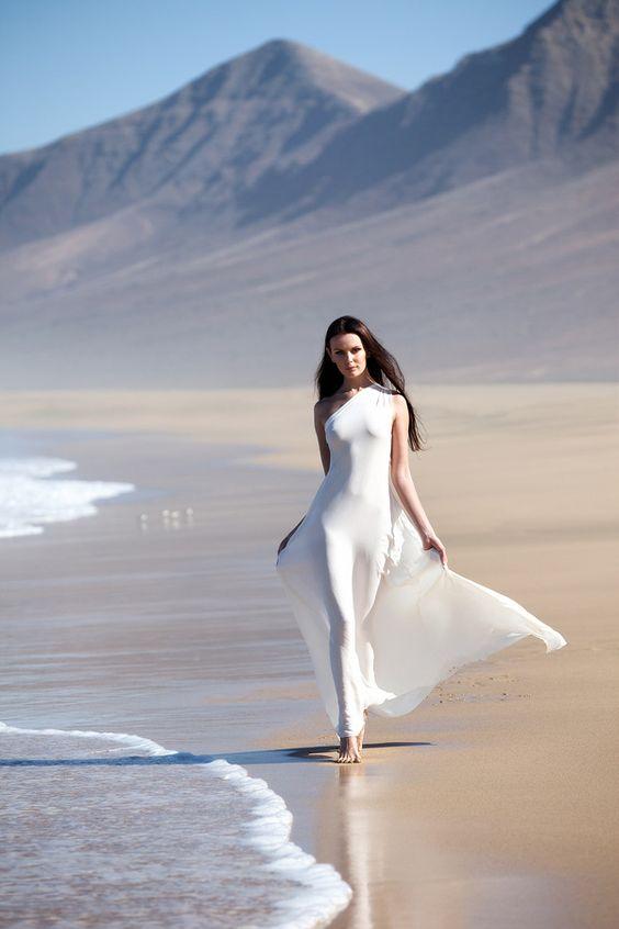 Peace out: Photography Idea, White Dress, Wedding Dress, Fashion Photography, Photo Idea, Women, Beach Wedding