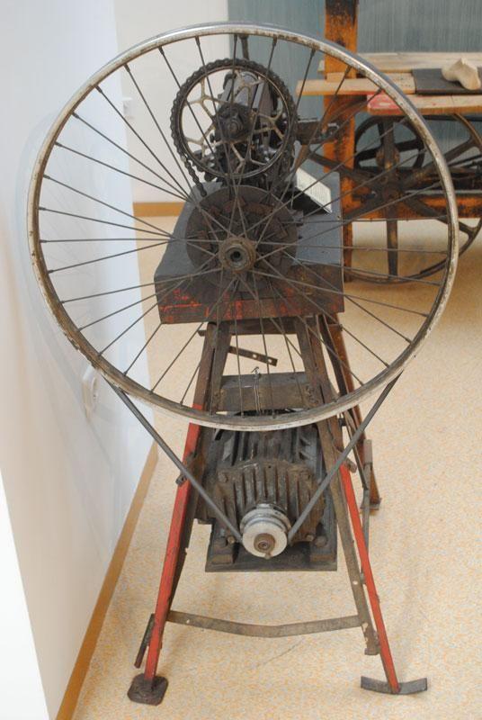 Resultado de imagen de restaurar maquina de coser antigua