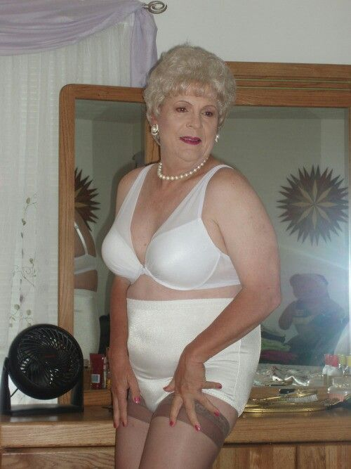 Granny In A Girdle 110