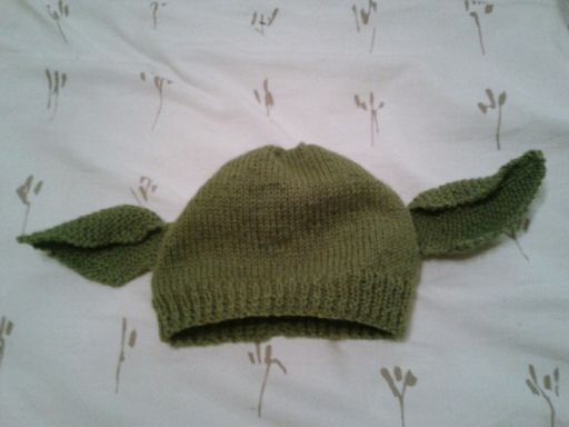 Pattern for knitted yoda/dobby hat! Its the same pattern ...