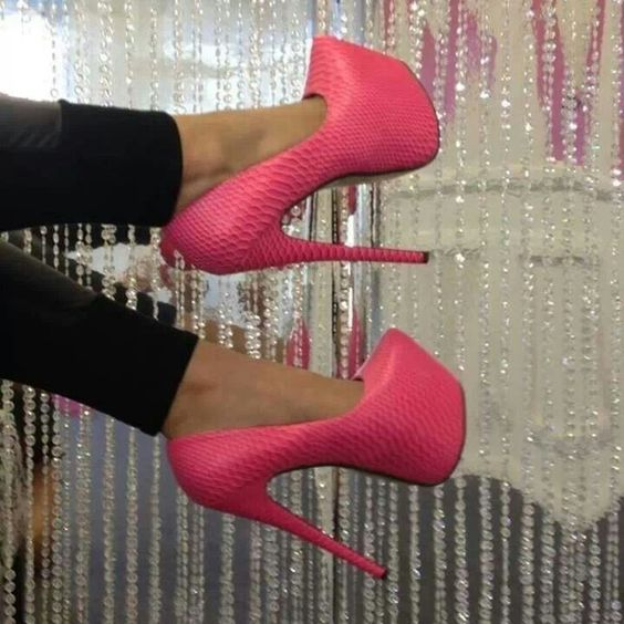 Gotta have this. Pretty in pink
