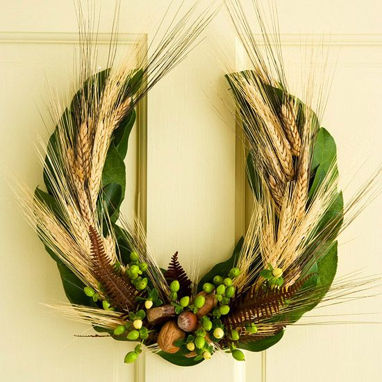 Horseshoe Fall Wreath - a horseshoe shape is a welcome change from a traditional wreath.  Instructions from BHG.