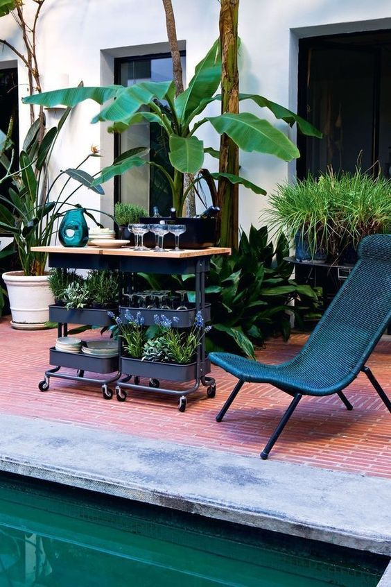 Ikea sur roulettes 5 variations d co pour un petit meuble piscines swi - Desserte jardin ikea ...