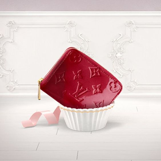 Show your love with Louis Vuitton for Valentines Day with the Zippy Coin Purse in stylish Monogram embossed Vernis leather.