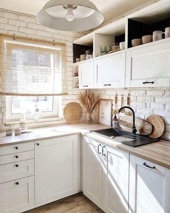 Biala Kuchnia Z Czarnymi I Drewnianymi Dodatkami Lovingit Pl Kitchen Remodel Small Home Decor Kitchen Kitchen Design