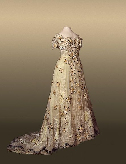 Alexandra Feodorovna's (Romanov Princess c. 1900's) white and floral evening dress - I love the  lines for this era.