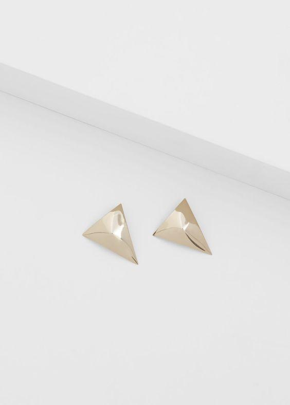 Boucles d'oreilles triangulaires relief | MANGO