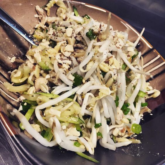 Grilled Chicken Pad Thai w/ Zucchini Noodles, Bean Sprouts, Scallion, Egg, Cilantro and Crushed Almonds tossed in our own special Tamarind Sauce. #freshfitfoods #healthy