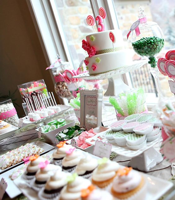 Love this sweet-sweet table!