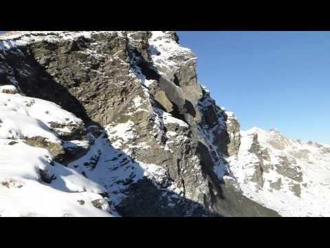 Evolène: un pan du Rocher du Mel de la Niva s'est détaché - YouTube